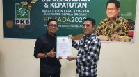 Ical menerima surat tugas dari PKB untuk maju di Pilwali Makassar 2020. (Ist)