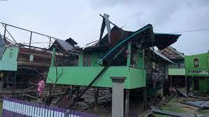 45 rumah rusak parah diterjang puting beliung di Wajo, Kamis 16 September 2021. (Int)