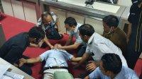 Anggota DPRD Sulsel Ince Langke pingsan saat rapat Banggar di DPRD Sulsel. (Ist)