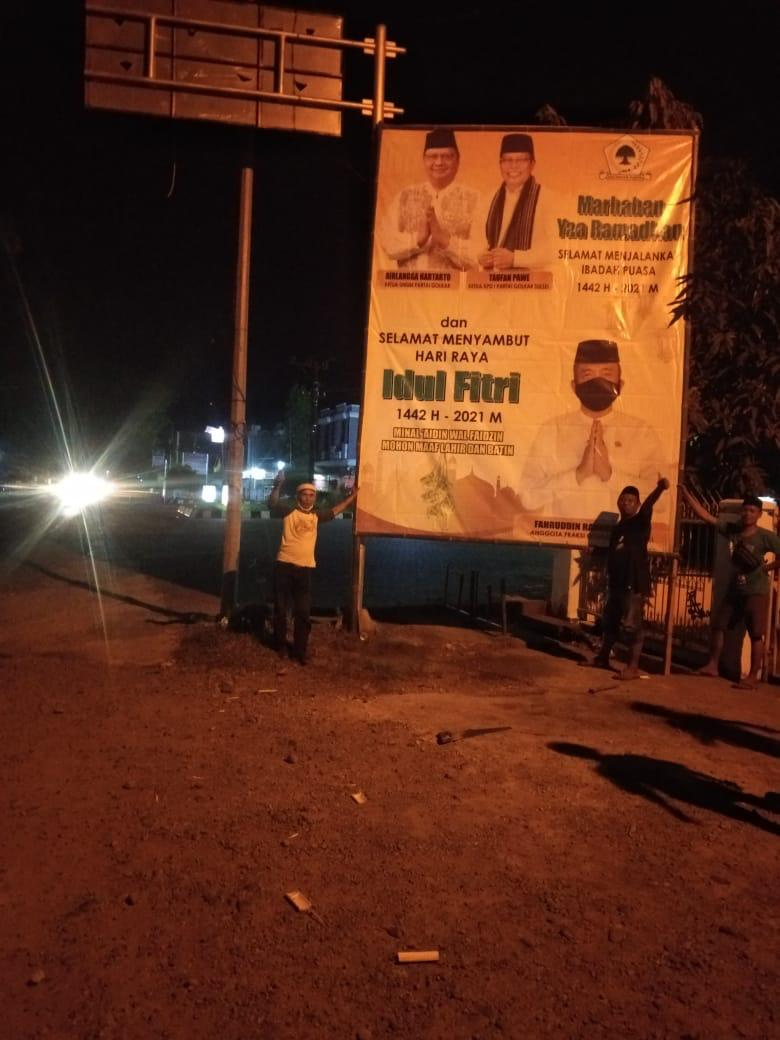 Baligho besar anggota Fraksi Partai Golkar Sulawesi Selatan Fahruddin Rangga menghiasi sejumlah ruas jalan di Takalar, Senin 19 April 2021. (Ist)