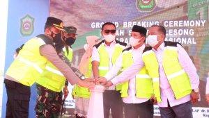 Bupati Takalar Syamsari Kitta memimpin ground breaking pembangunan RS Internasional di desa Aeng Batu-Batu Galesong Utara, Rabu 13 Oktober 2021. (Ist)