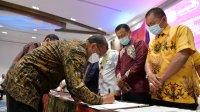 Bupati Takalar Syamsari Kitta menerima penghargaan atas prestasi Pemkab Takalar bersama PT KBN menggaet investor dalam pembangunan kawasan industri, Rabu 14 Oktober 2020. (Ist)