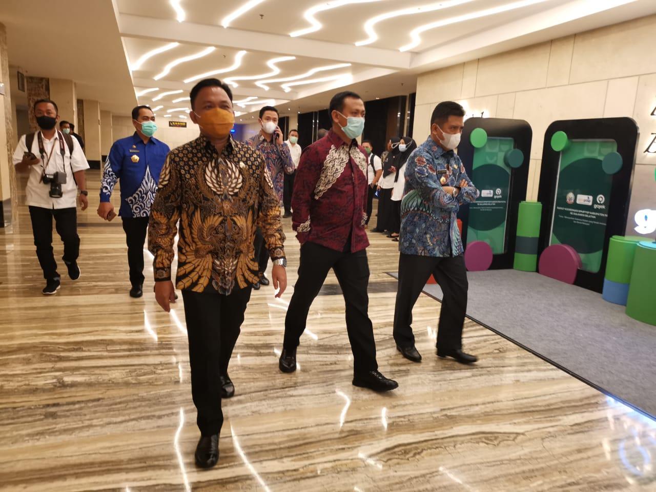 Bupati Takalar Syamsari saat menghadiri acara DPM-PTSP di Hotel Claro, Rabu 14 Oktober 2020. (Ist)