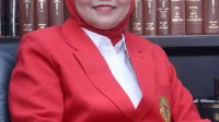 Dekan FH Unhas Prof Dr Farida Patingtingi menilai Taufan Pawe layak bertarung di Pilgub 2020 mendatang. (Ist)