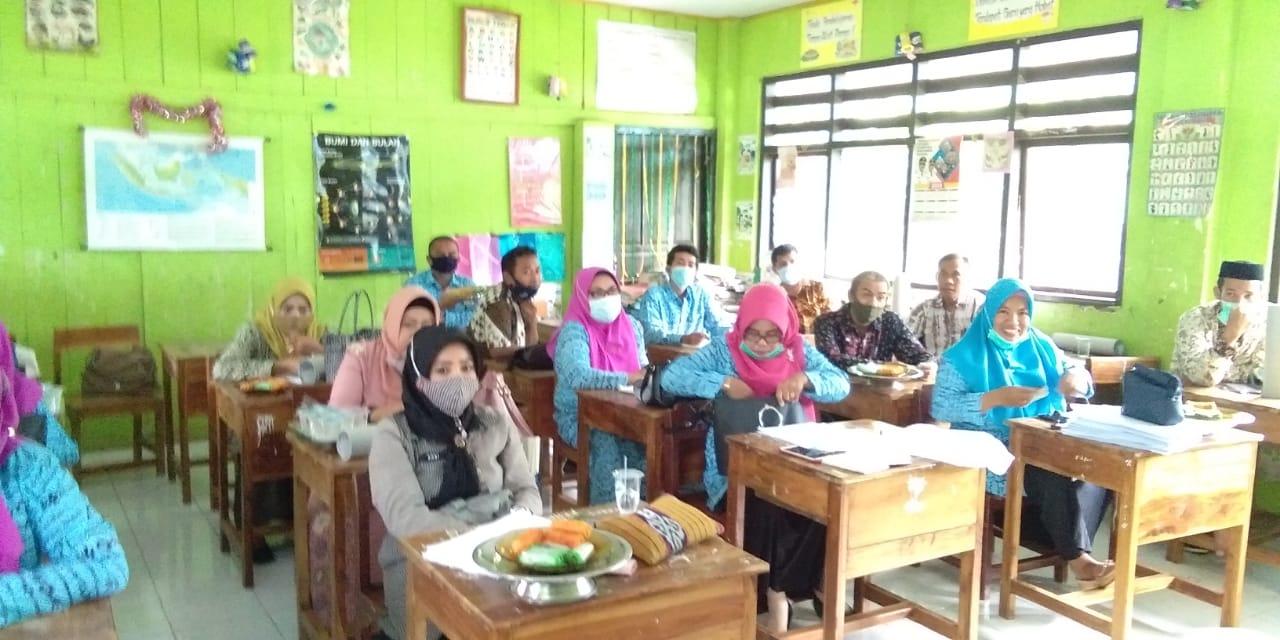 Dinas Lingkungan Hidup Takalar menggandeng sekolah untuk membentuk Bank Sampah guna mewujdukan Takalar bersih, Kamis 7 Januari 2021. (Ist)