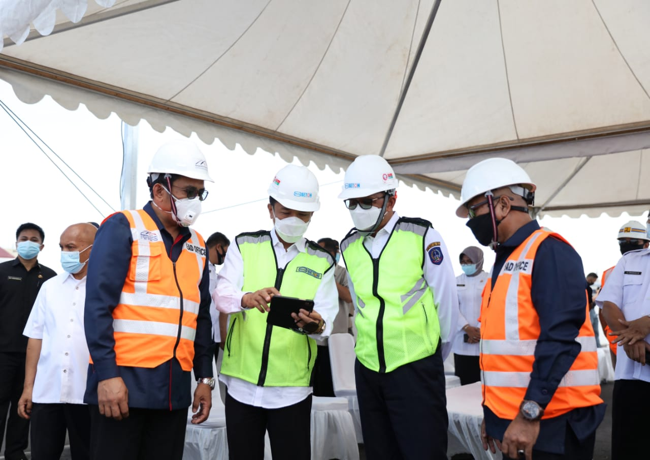 Gubernur Sulsel Nurdin Abdullah meninjau perampungan tol layang Pettarani, Rabu 9 September 2020. (Ist)