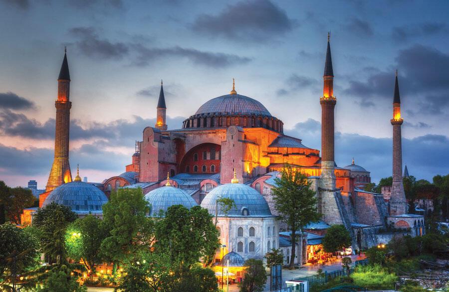 Hagia Sophia di Istanbul, Turki kembali difungsikan sebagai masjid setelah selama 90 tahun lebih dijadkan sebagai museum. (Int)
