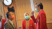 Rektor Unhas Prof Dwia Aries Tina Pulubuhu menyampaikan dukungannya kepada Prof Yusran Yusuf sebagai Walikota Makassar saat melantik pejabat tugas tambahan dan pejabat struktural dalam lingkungan Universitas Hasanuddin, di lantai 8 Rektorat Unhas, Rabu, 20 Mei 2020. (Ist)