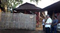 Kepala BPN Takalar Muhammad Naim bersama Kabag Ekonomi Pemkab Takalar Rusdi Said Pammusu saat meninjai kegiatan usaha ayam petelur di desa Topejawa, Selasa 5 Agustus 2020 sore. (Manifesto)