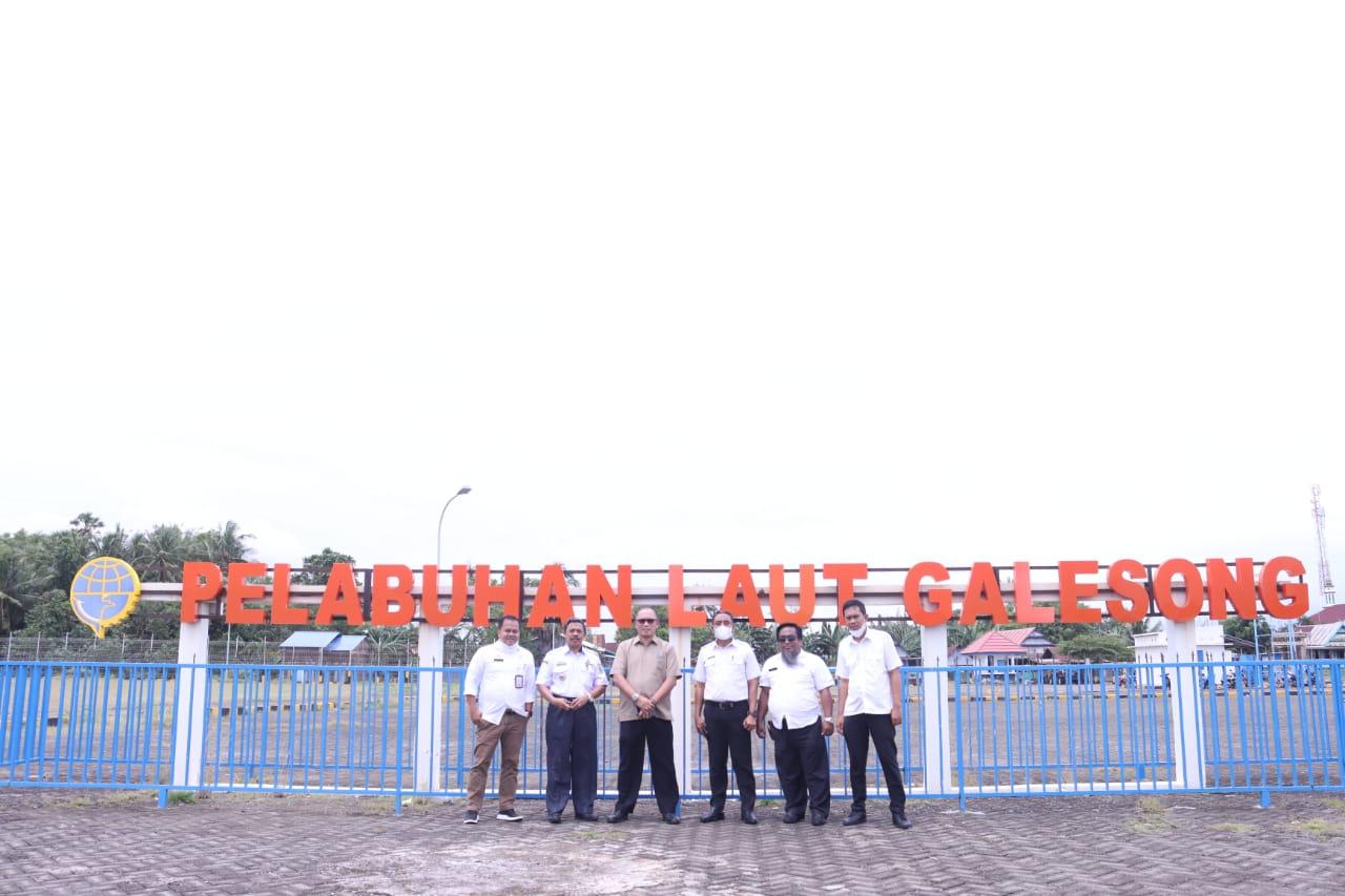 Kepala Dinas Perdagangan Sulsel Ashari Fakshirie Radjamilo (AFR) saat berkunjung ke Takalar. (Ist)