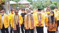 Ketua DPD I Golkar Sulsel Taufan Pawe diapit oleh Bupati Indah Putri dan Plt Ketua Golkar Lutra Arifin Junaedi di lokasi musda Golkar Lutra di Masamba, Minggu 5 September 2021. (Ist)