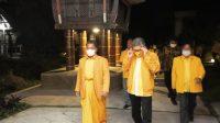 Ketua DPD I Partai Golkar Sulsel Taufan Pawe disambut Bupati Terpilih Toraja Utara Yohannes Bassang di Toraja Misiliani Hotel, Rantepao, Jumat 26 Februari 2021. (Ist)