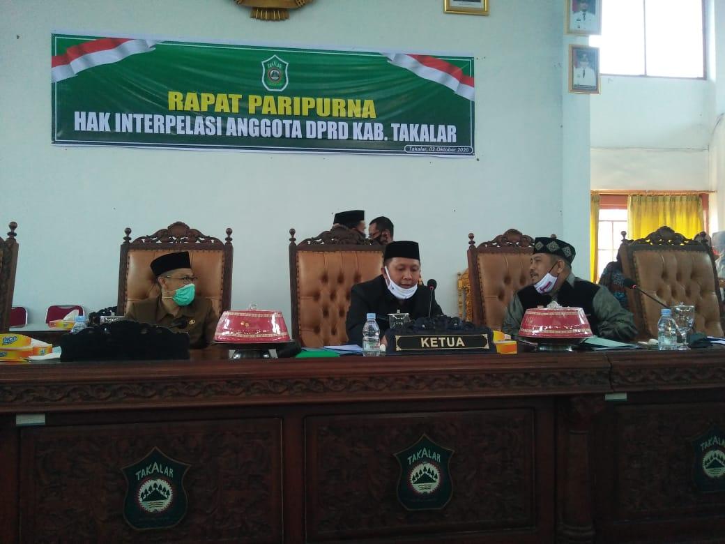 Ketua DPRD Takalar Darwis Sijaya bersama Wakil Ketua DPRD M Jabir Bonto saat memimpin paripurna interpelasi, Jumat 2 Oktober 2020. (Int)