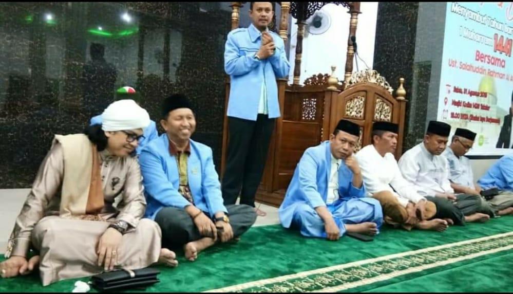 Ketua DPRD Takalar Darwis Sijaya duduk tersenyum dalam sebuah acara BKPRMI Takalar beberapa waktu lalu. (Ist)