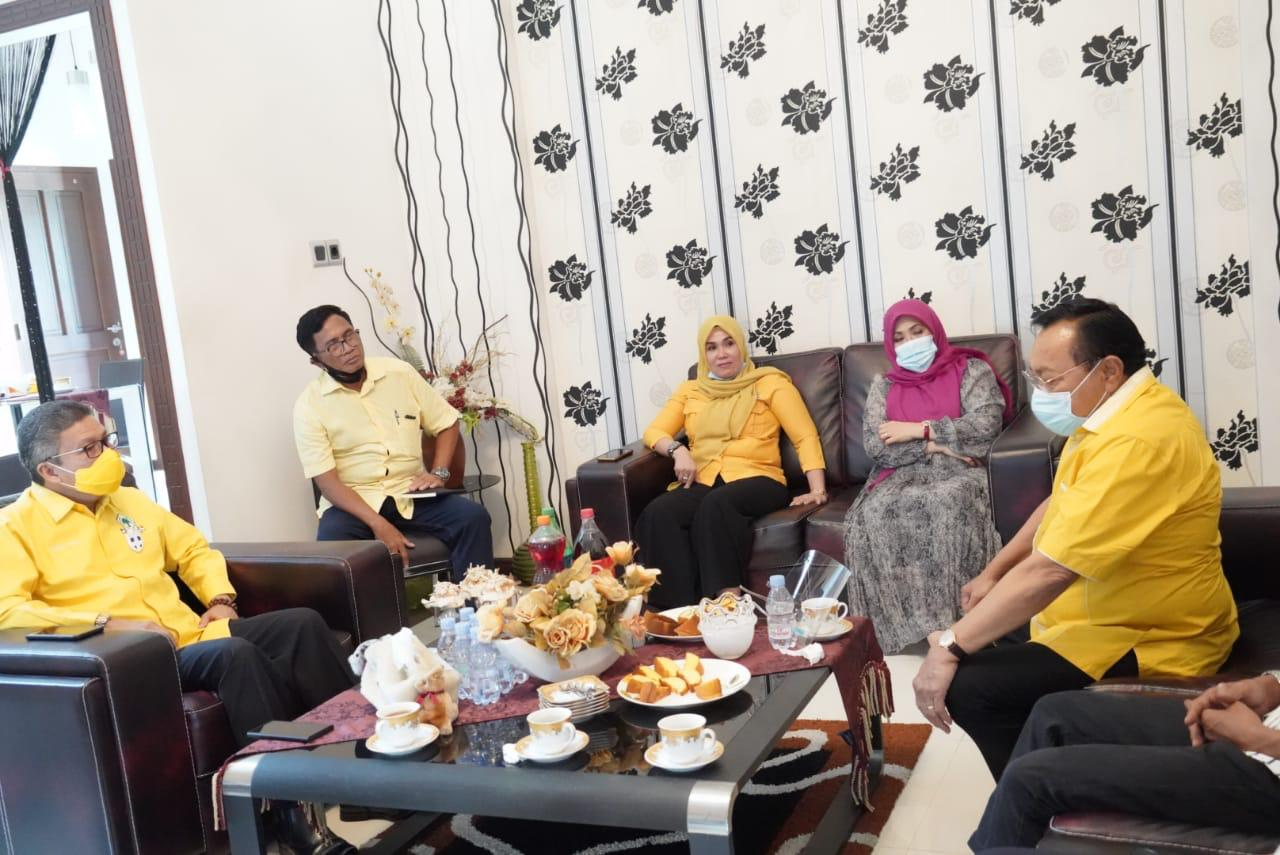 Ketua Golkar Sulsel Taufan Pawe menggelar pertemuan dengan Ketua Golkar Barru M Rum bersama pasangan Malkan Amin- Salahuddin Rum di Barru, Selasa 22 September 2020. (Ist)