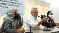Ketua KPU RI Arief Budiman (tengah) bersama Ketua KPU Sulsel Faisal Amir. (Int)