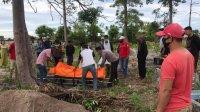 Korban longsor dan banjir di Jeneponto dtemukan dalam keadaan meninggal di sungai Sapanang, Senin 15 Juni 2020. (Ist)