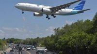 Maskapai penerbangan memperketat aturan naik pesawat di era new normal. (Int)