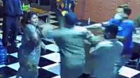 Oknum Satpol PP di Gowa memukul pemilik cafe yang lagi hamil saat penertiban jam malam, Rabu 14 Juli 2021 malam. (Int)