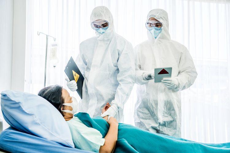 Salah seorang pasien corona mendapatkan perawatan intensif di RS. (Int)