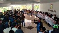 Pekerja THM menggelar protes atas aksi penutupan THM di DPRD Makassar, Kamis 13 Agustus 2020. (Ist)