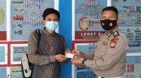Pemberian SIM gratis bagi hafidz Quran di Polres Takalar, Kamis 24 Juni 2021. (Ist)