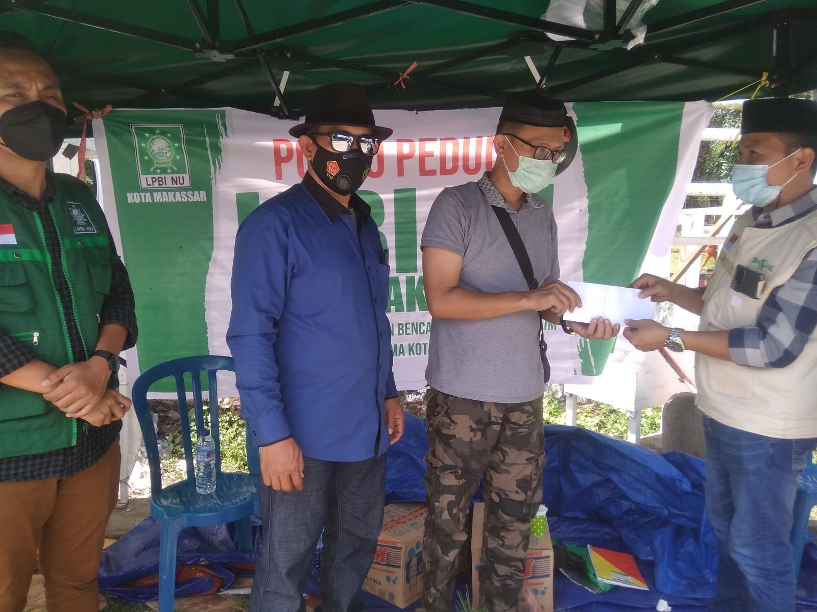 Penyerahan bantuan korban kebakaran di Sudiang Makassar, Rabu 8 September 2021. (Ist)