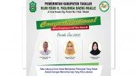 Pimpinan RSDU Haji Padjonga Daeng Ngalle memberikan penghargaan kepada tiga tenaga kesehatan yang dianggap berkinerja terbaik. (Ist)