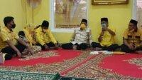 Plt Ketua Golkar Takalar Zulkanaen Arief bersama anggota DPR RI Hamka B Kady dan kader- kader Golkar Takalar saat syukuran di kantor Golkar Takalar yang baru, Minggu 2 Mei 2021. (Ist)