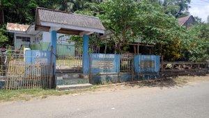 Sekelompok warga menyegel masjid dan TK di kelurahan Tanuntung, Herlang Bulukumba sejak sepekan terakhir. (Ist)