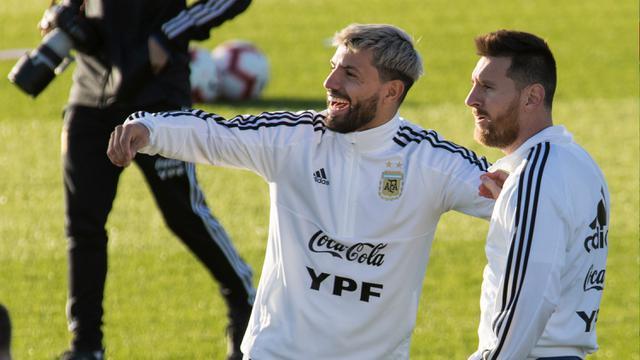 Sergio Aguero bersama Lionel Messi saat latihan di Boenus Aires, Argentina beberapa waktu lalu. (Int)