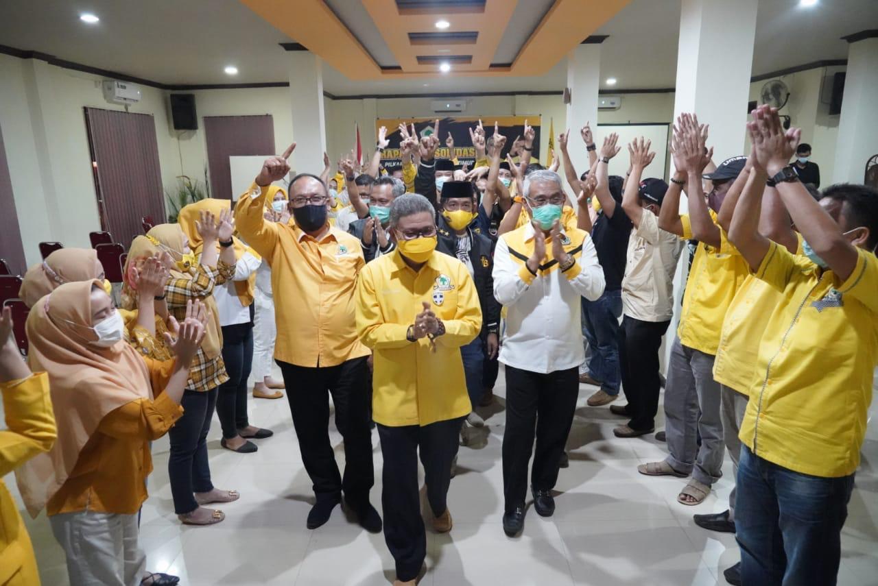 Ketua DPD I Partai Golkar Taufan Pawe saat menggelar konsolidasi pemenangan pasangan Thoriq Husler- Budiman (Thoriq- Budiman) di Kantor DPD II Partai Golkar Luwu Timur, beberapa waktu lalu. (Ist)