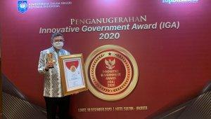 Walikota Parepare Dr H Taufan Pawe menerima penghargaan Kota Sangat Inovatif dari Kemendagri, Kamis 17 Desember 2020 malam. (Ist)